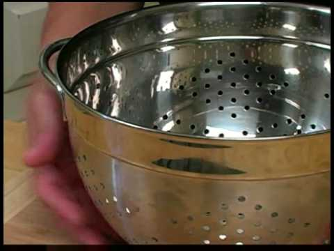 cooking tips how to use a colander youtube. Black Bedroom Furniture Sets. Home Design Ideas