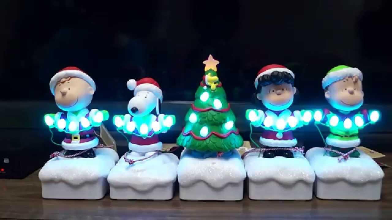Peanuts Gang Christmas Music and Light Show - YouTube