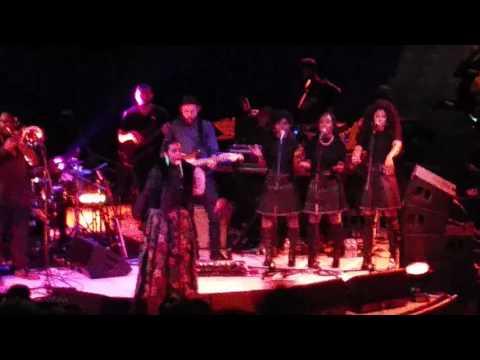Lauryn Hill ripping Westbury Music Fair 3/4/16