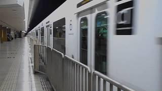 305系W6編成(福岡空港行き)・天神駅を発車