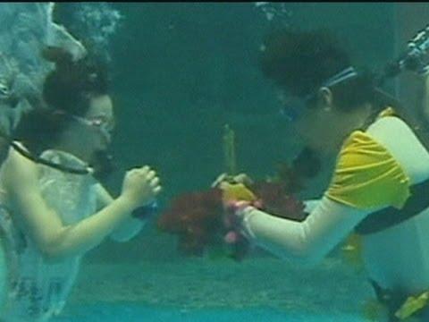 Underwater weddings in China