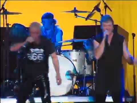Deep Purple performing live with Jimmy Barnes live in 2001