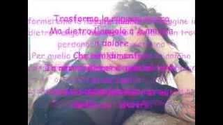 Guè Pequeno feat Julia Lenti Ruggine e ossa con testo