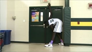 Wow! Teen basketball player stands more than 7 feet tall