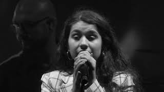 Alessia Cara - Out Of Love (Live at the O2)