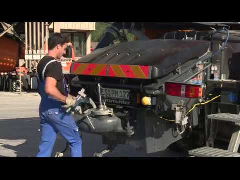 Putzmeister: Cleaning of a truck-mounted concrete pump