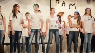 Парень смачно танцует, ржач, смотреть до конца, тверк )))))))))