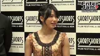 AKB48の横山由依が映画初主演作となるショートフィルム『漁船の光』のトークイベントに登壇した。 同作は、国際短編映画祭「ショートショートフィルムフェスティバル& ...