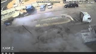 Взрыв цементовоза 2(Водитель цементовоза приехал на разгрузку.Подсоеденил рукав. Но не закрепил как положенно. И ушел на обед...., 2015-06-26T14:20:04.000Z)