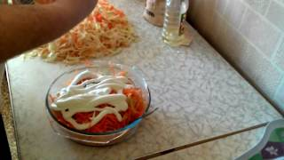 готовим салат из редьки с морковью и тушеную капусту.