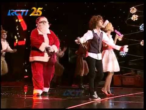 """Nowela & Bastian Steel """"Santa Claus Is Coming To Town"""""""