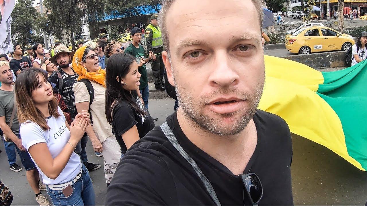 Protesty studentów w Medellin, Kamień w Guatape - Kolumbia