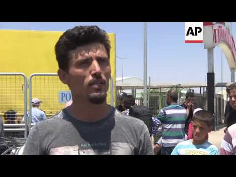 Thousands of refugees return to Syria for Ramadan