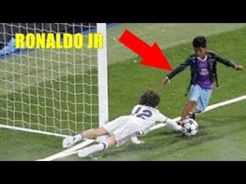 ASÍ JUEGAN LOS HIJOS DE LOS MEJORES FUTBOLISTAS | Famous Football Kids Playing