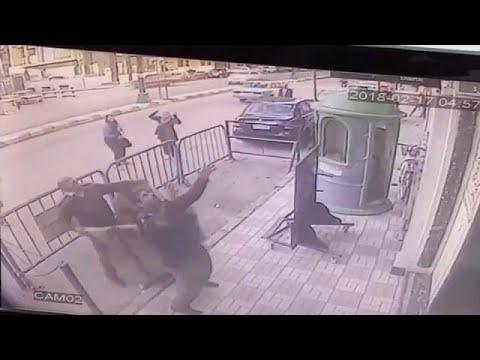 طفل مصري ينجو بأعجوبة بعد سقوطه من الطابق الثالث في أسيوط  - نشر قبل 2 ساعة