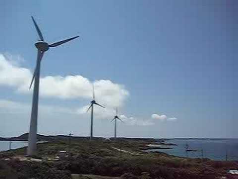 西平安名崎の風車のあるのどかな風景