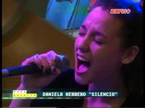"Daniela Herrero: ""Silencio"" Vivo (Pura Quimica - ESPN+)"