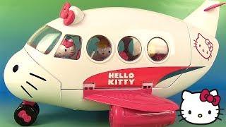 Aujourd'hui, nous allons jouer avec l'avion de Hello Kitty. Ce coffret contient 3 figurines : Hello Kitty en pilot et ses amies Fifi et Jodie. Il y a également : des ...
