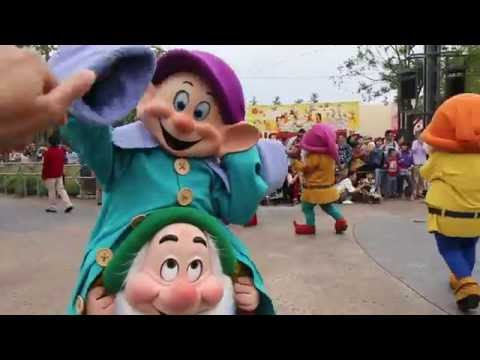 Mickey's Storybook Express - Shanghai Disneyland - Shanghai Disney Resort