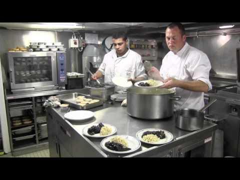 VIDEO. Une journée à bord du Borda, navire de la Marine Nati
