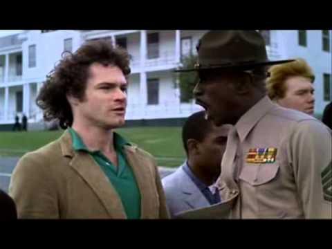 Oficial y caballero - Presentación a tropa del Sargento Foley.wmv: Memorable escena de la película