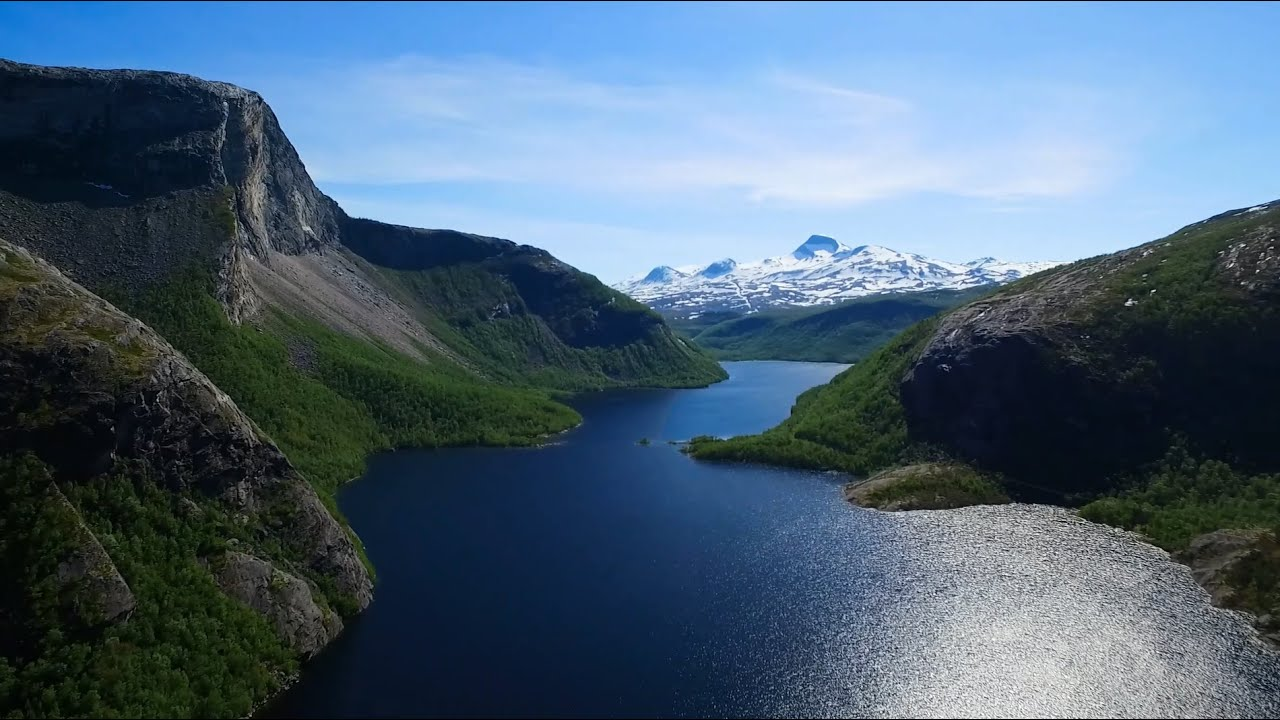 Børvatnet lake and its surroundings