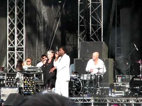 Robyn feat Dr Alban - No Coke (live at Way out West festival 14/8 2009)