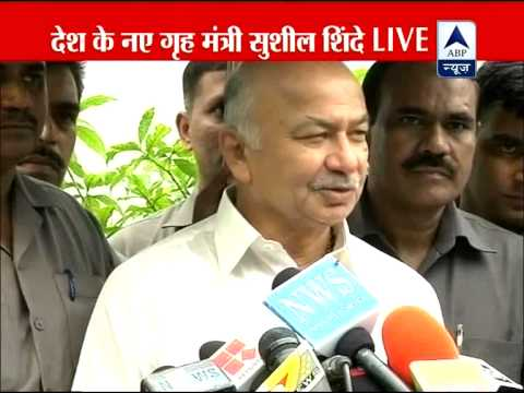 Sushil Kumar Shinde takes charge as Home Minister