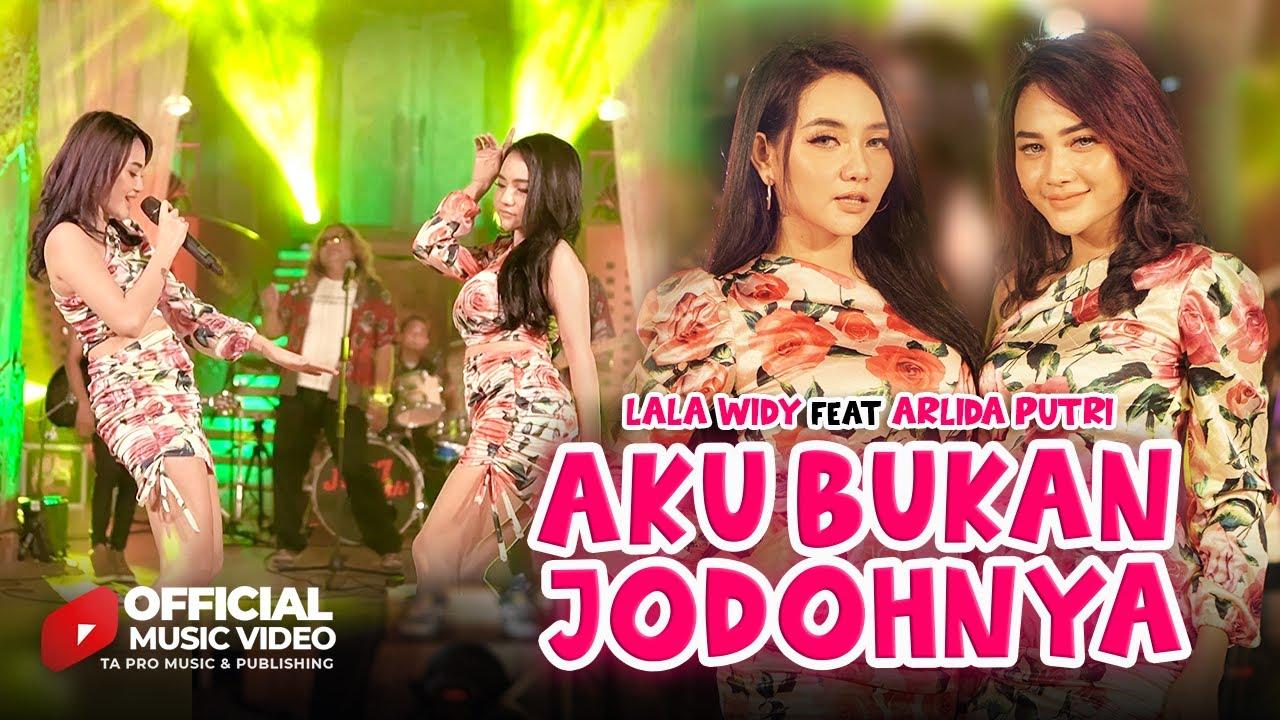 DOWNLOAD: Lala Widy Ft. Arlida Putri – Aku Bukan Jodohnya ( Official Music Video ) Mp4 song