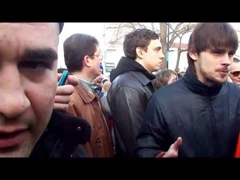Выносят тело застреленного мужчины из магазина ЖЕМЧУГиз YouTube · Длительность: 42 с