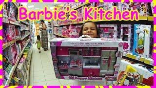 Кухня для Барби выбираем в магазине игрушек, яйцо Принцессы Диснея, фрукты Свинка Пеппа(Настя и Лиза поехали в магазин игрушек выбирать себе подарки. Мы ходили по магазину и не могли определиться..., 2016-07-31T18:12:54.000Z)