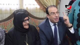 محافظ الدقهلية يكرم المتبرعة بثروتها لـ«تحيا مصر»: الأم المصرية أسطورة