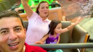 Coragem na montanha russa da Disney para crianças