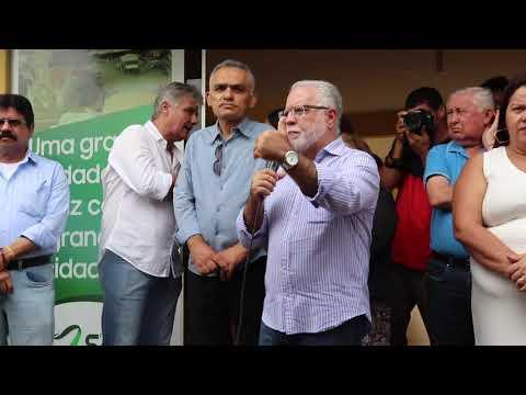 Entrega de raquetes de palmas e milho para agricultores de Santa Filomena-Secretário Dilson Peixoto.