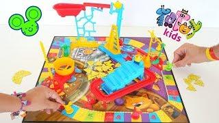 Totoykids juega a Quién agarra más Quesos🧀con el juego del Ratoncito!!! Niños contra Niñas!!! thumbnail