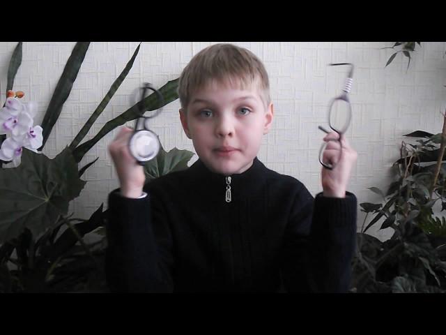 Изображение предпросмотра прочтения – МаксимМаношкин читает произведение «Мартышка и очки» И.А.Крылова