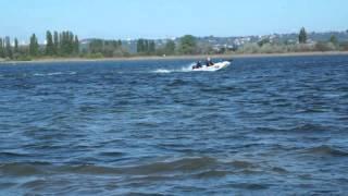 Barque Aquasilure 380 avec moteur Mercury 15cv 4t en situation