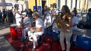 Grupo de musica Cubana tocando en Alameda el 4 de Abril de 2014