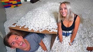 24HR CHALLENGE UNDERNEATH 20,000,000 PACKING PEANUTS WITH GIRLFRIEND!  (BOX FORT)
