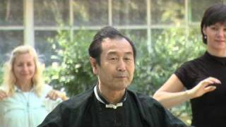 Мастер Му Юйчунь упражнения для здоровья(http://www.wushuodessa.com/ Мастер традиционной китайской медицины Му Юйчунь показывает различные упражнения направл..., 2010-12-23T22:39:55.000Z)