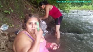Gladis la Sirenita: Limpiando y lavando los punches en el rio. Sopa fail Parte 2 thumbnail