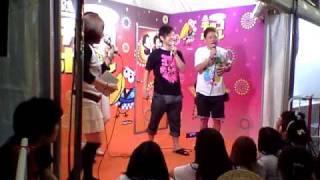 LIVESTAND'10 森永製菓ブース「チョコっとライブ」でのNON STYLE と ネ...