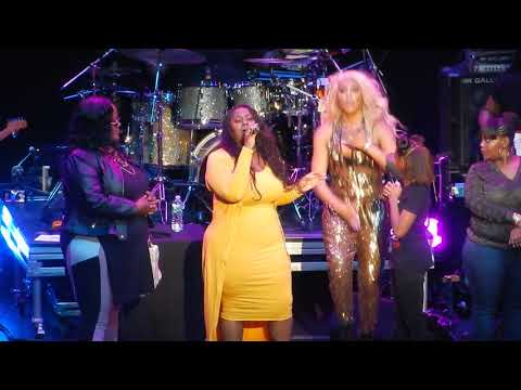 Tamar Braxton and fans - Love and War - NYC 2017