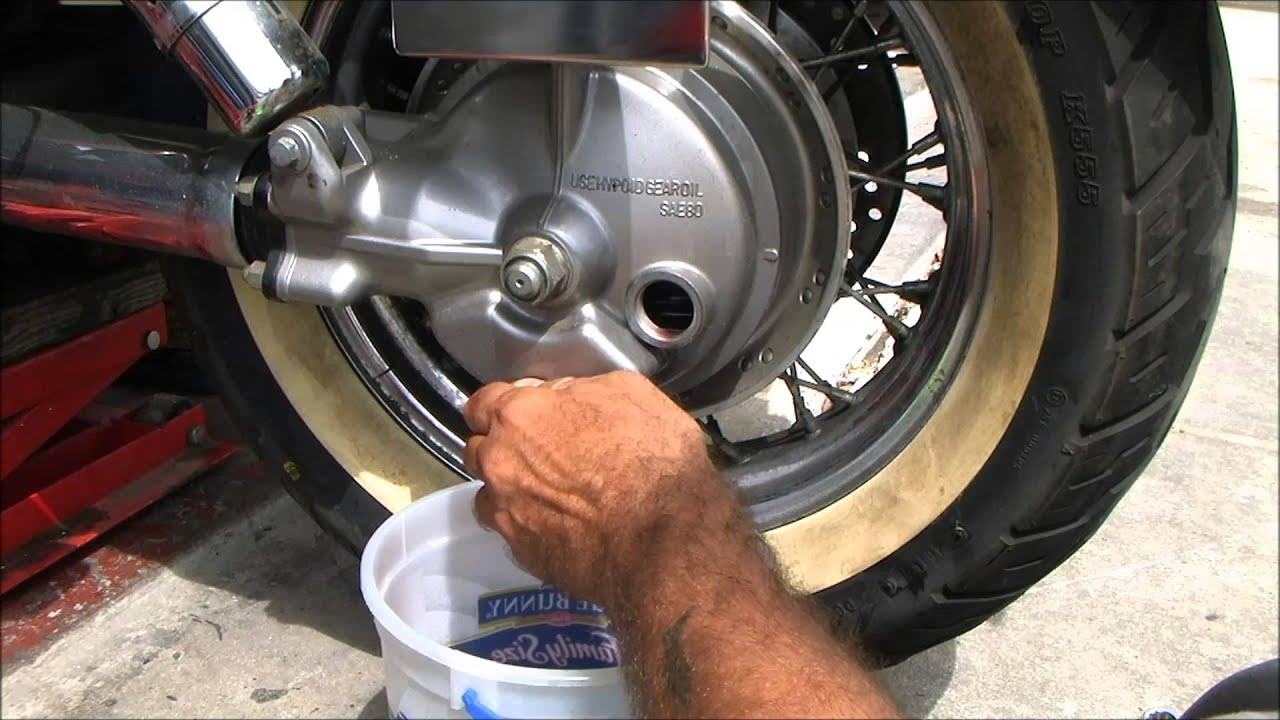 how to put gear oil in rear end