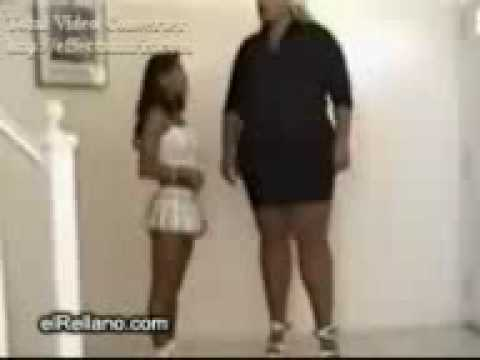 Donna piu alta del mondo youtube for Statua piu alta del mondo