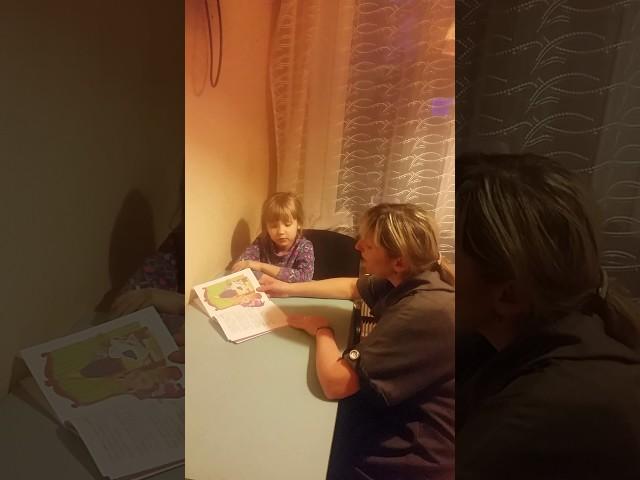 Изображение предпросмотра прочтения – ВероникаКокуркина читает произведение «Сказка о глупом мышонке» С.Я.Маршака