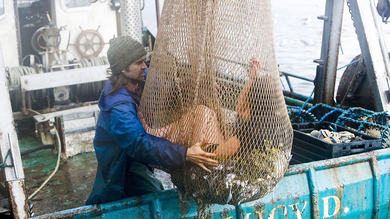 渔夫出海打渔,却意外捞到一个美丽女人,直接带回家当老婆!