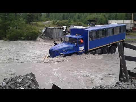 Урал вброд через реку