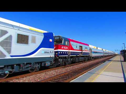 11/9/18 Amtrak Pacific Surfliner 573 passes Commerce with CDTX 2111/AMKT 90208/CDTX 2109