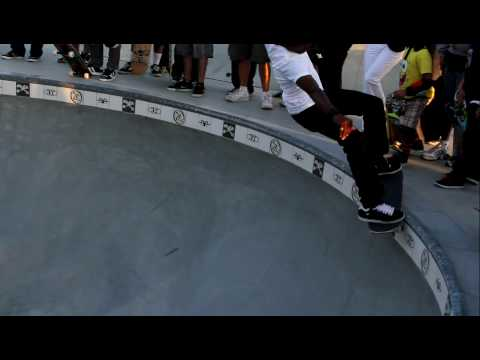 Eric Tuma Britton and Pat Ngoho-Venice Beach Skateboard Park 2010-Bob Biniak Tribute Session.MOV